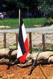 Vieux drapeau allemand sur le champ de bataille Photo stock