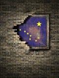 Vieux drapeau de l'Alaska dans le mur de briques Image libre de droits
