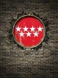 Vieux drapeau de Madrid dans le mur de briques Photographie stock libre de droits