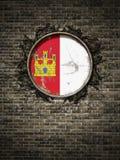 Vieux drapeau de Mancha de La de la Castille dans le mur de briques Photo libre de droits