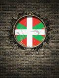 Vieux drapeau de pays Basque dans le mur de briques Photo libre de droits