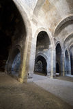 Vieux Dungeon médiéval antique de pierre de château Photos stock