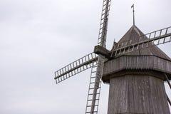 Vieux, en bois moulin à vent Image libre de droits