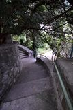 Vieux escaliers à la maison dans les cours Photographie stock libre de droits