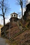 Vieux escaliers avec la chapelle Images stock