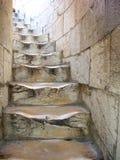 Vieux escaliers d'enroulement à Pise, Italie   Image stock