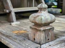 Vieux escaliers en bois rustiques image libre de droits