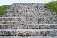 Vieux escaliers en pierre antiques, vue d'angle faible, escalier au ciel, su Photo stock