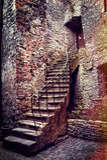 Vieux escaliers et maison en pierre Photos stock