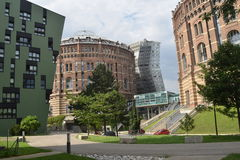 Vieux est devenu nouveau : Ville Vienne de gazomètre Photographie stock