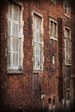 Vieux et durty mur de briques Photo stock