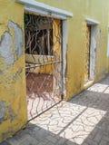 Vieux et jaune - vues du Curaçao de secteur de Petermaai images libres de droits