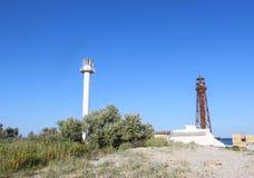 Vieux et nouveaux phares sur l'île inhabitée Photos libres de droits