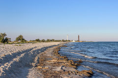 Vieux et nouveaux phares sur l'île inhabitée Photographie stock