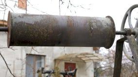 Vieux et rouillé puits d'eau clips vidéos