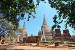 Vieux et ruiné Chedi majestueux à Ayutthaya image stock
