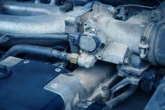 Vieux et sale moteur de voiture Image stock