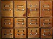 Vieux et utilisé meuble d'archivage photographie stock
