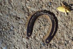 Vieux fer à cheval rouillé Photos stock