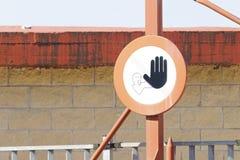 Vieux feux de signalisation Propriété privée au dock photo libre de droits