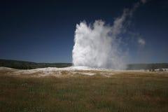 Vieux fidèle, stationnement national de Yellowstone Photo stock
