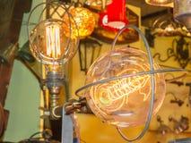 Vieux filament d'ampoule de carbone photos stock