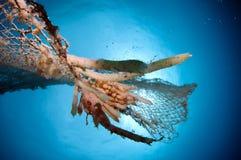 Vieux filet de pêche abandonné Photo libre de droits