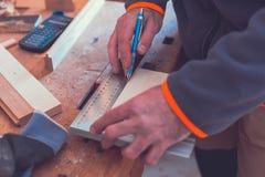 Vieux fonctionnement de charpentier photographie stock