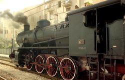 Vieux fonctionnement de locomotive Photographie stock libre de droits