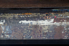 Vieux fond carré coloré abstrait de mosaïque de pixel sur le streptocoque de mur Photographie stock libre de droits