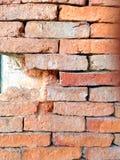 Vieux fond concret criqué de mur de briques Photos stock