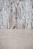 Vieux fond en bois avec la toile de jute de toile de jute Photos libres de droits