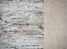 Vieux fond en bois avec la toile de jute de toile de jute Image stock
