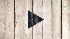 Vieux fond en bois de bouton visuel de jeu Bois noir s?par? pour faire une pause symbole sur le fond en bois photo stock