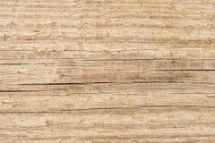 Vieux fond en bois de texture, structure d'une surface en bois non traitée naturelle avec des fibres d'épluchage et fissures photographie stock