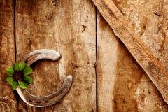 Vieux fond en fer à cheval chanceux Image libre de droits