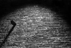 Vieux fond grunge noir et blanc d'obscurité de mur de briques Photo libre de droits
