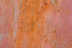 Vieux fond grunge vide vertical extérieur rouge de Rusty Plaster Wall With Worn Brown Brickwall rouge avec le stuc minable Photo libre de droits