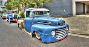 Vieux Ford bleu prennent le camion Image libre de droits