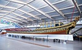 Vieux galion de bateau dans le musée maritime, Lisbonne, Portugal Photos stock