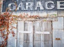 Vieux garage de réparation Photographie stock libre de droits