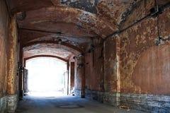 Vieux Gateway foncé Photo libre de droits