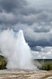 Vieux geyser fidèle Images stock