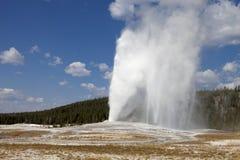 Vieux geyser fidèle image libre de droits
