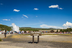Vieux geyser fidèle dans Yellowstone Image stock