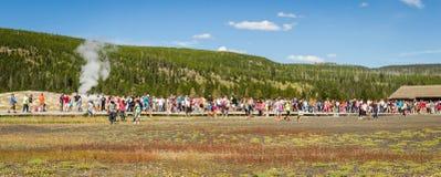 Vieux geyser fidèle dans Yellowstone Image libre de droits