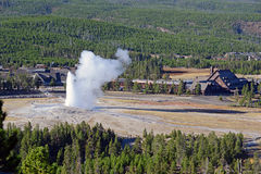 Vieux geyser fidèle, parc national de Yellowstone, Wyoming Photographie stock