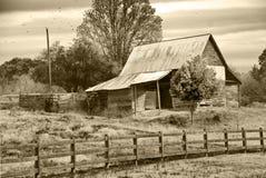 Vieux grange/pâturage/sépia photos stock