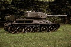 Vieux guerre utilisée de cru par canon militaire décoratif image libre de droits