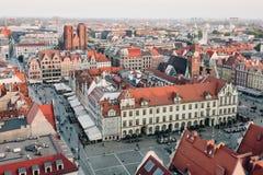 Vieux hôtel de ville dans une place médiévale du marché à Wroclaw, Pologne images libres de droits